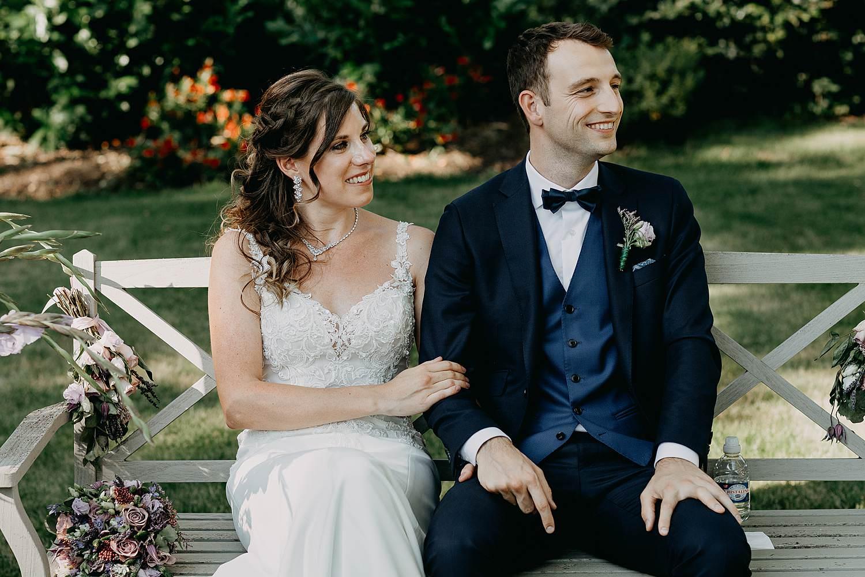 bruidspaar buitenceremonie huwelijk Ekeren