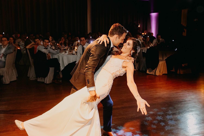 Bruidspaar danst openingsdans Ekeren