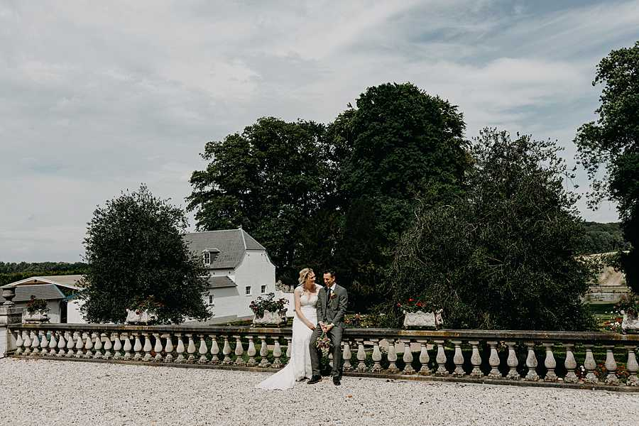 Wijnkasteel Genoelselderen huwelijksreportage zomer balkon