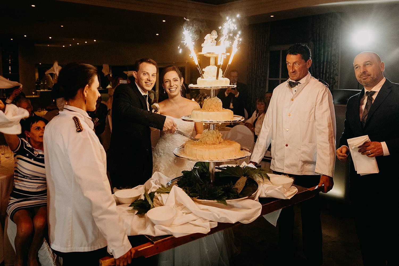 Bruidstaart aansnijden Hof te Rhode
