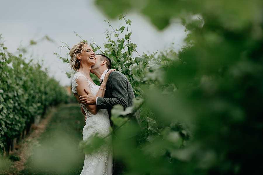 Wijnkasteel Genoelselderen huwelijksreportage in wijngaarden