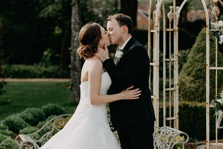 Hof te Rhode bruidspaar kust