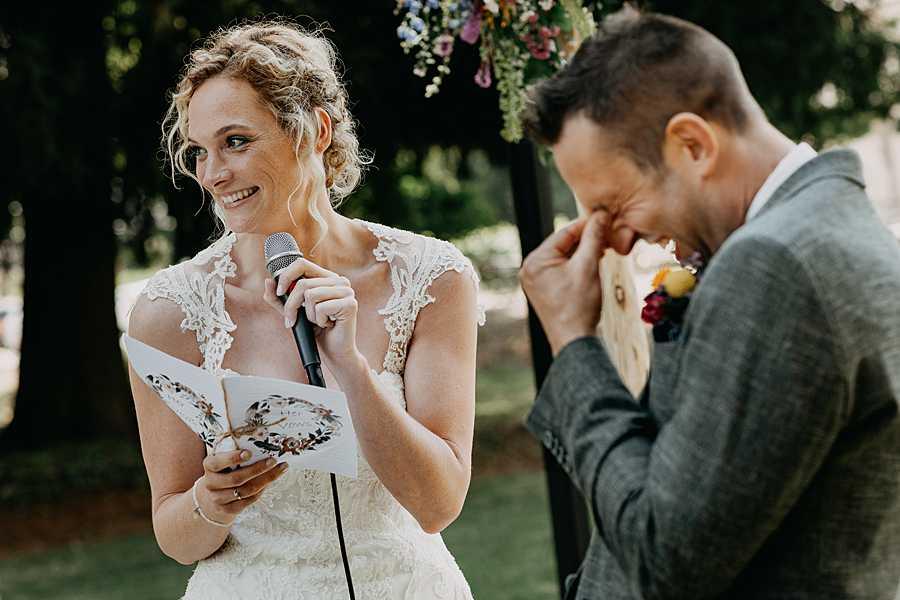Buitenceremonie wijnkasteel Genoelselderen bruidspaar ja-woord
