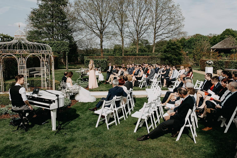 buitenceremonie zomer tuin huwelijk