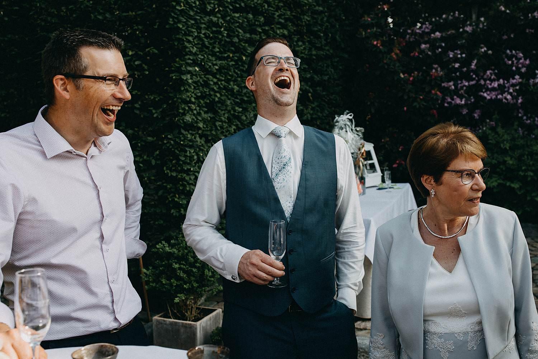De Baenwinning huwelijk bruidegom lacht