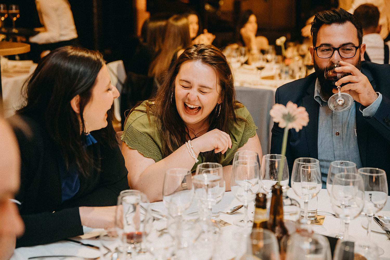 De Hoorn feestzaal huwelijk feestzaal gasten aan tafel