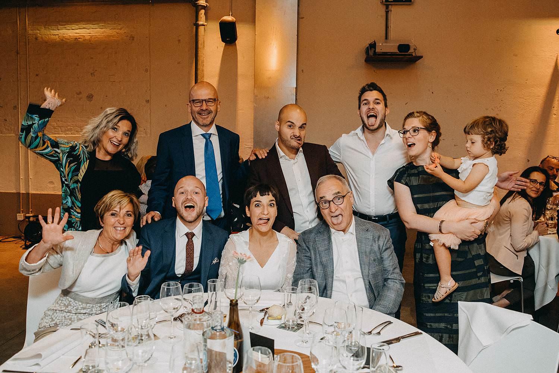 De Hoorn feestzaal huwelijk groepsfoto eretafel