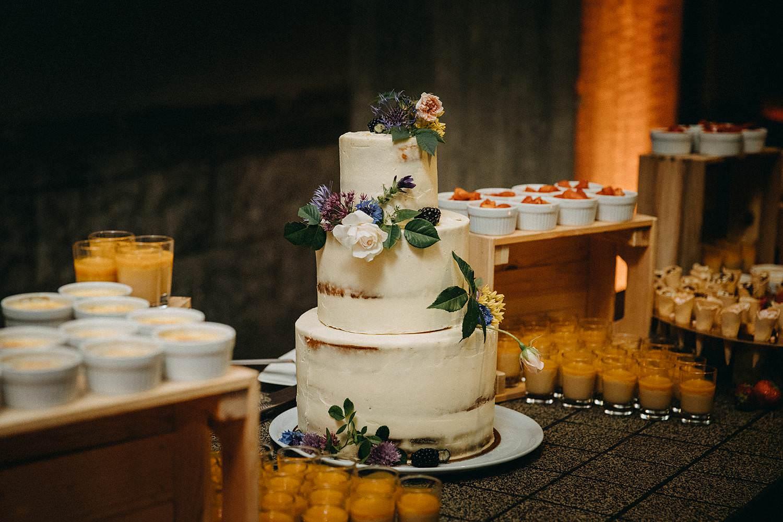 De Hoorn huwelijk aansnijden bruidstaart