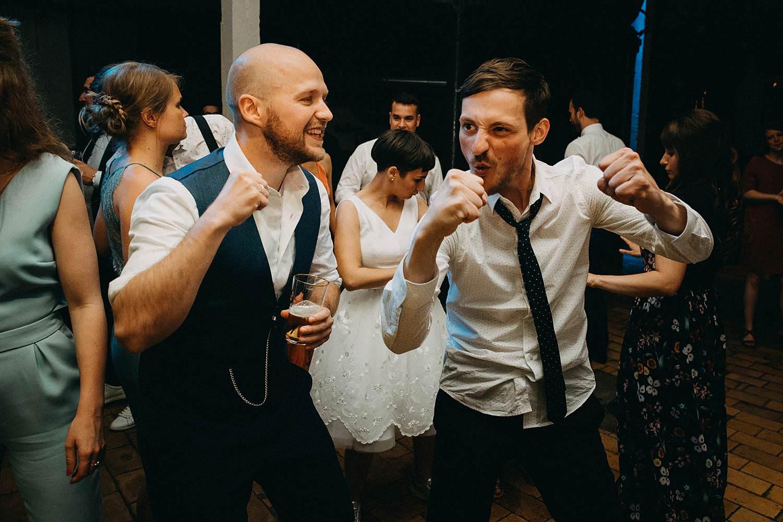 De Hoorn huwelijk huwelijk bruidegom danst