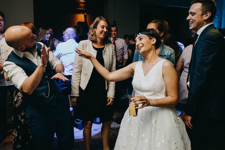De Hoorn huwelijk huwelijk party bruidspaar danst