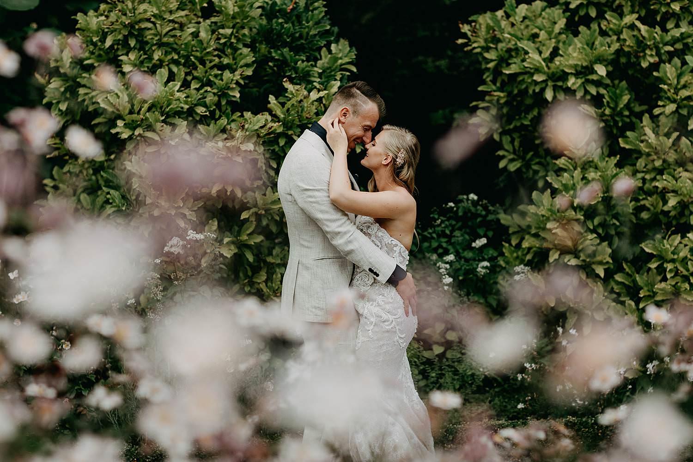 De Lozen Boer huwelijksreportage rozentuin