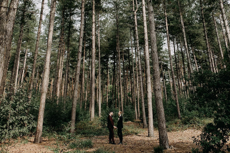 De Maten bruidspaar in bos