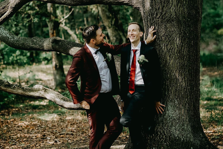 De Maten natuurgebied buitenlocatie trouwfoto's bruidspaar