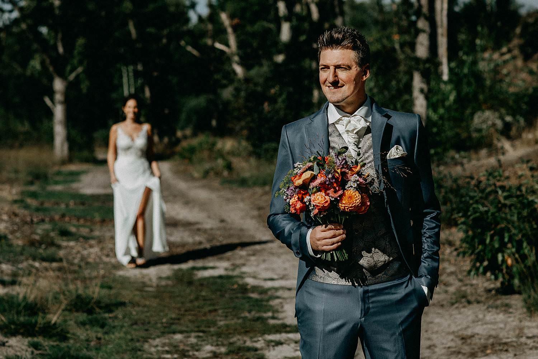 De Teut huwelijk first look bruidspaar heide