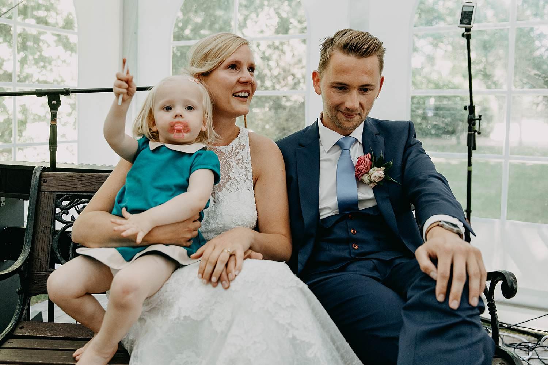 De Venkel binnenceremonie bruidspaar met baby