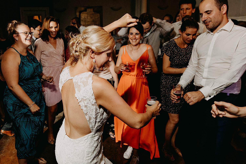 De Venkel bruid danst