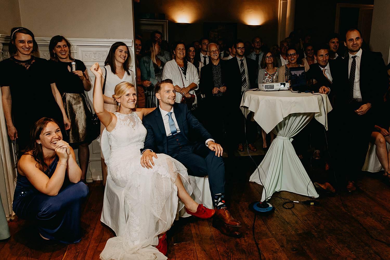 De Venkel huwelijk bruidspaar kijkt naar voorstelling