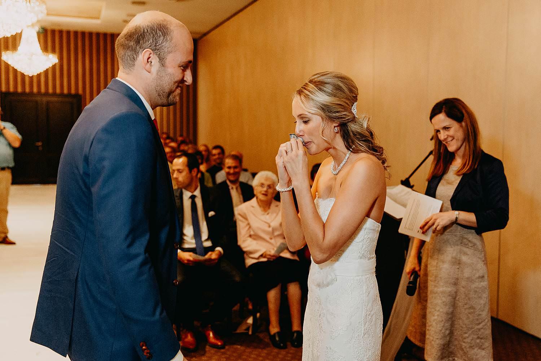 De Vesten huwelijk binnenceremonie bruid emotioneel na ja-woord