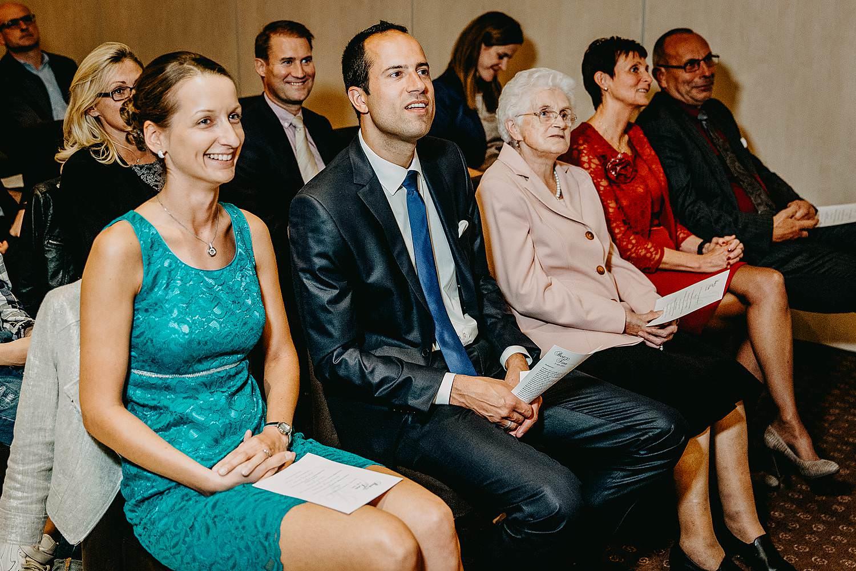De Vesten huwelijk binnenceremonie familie kijkt