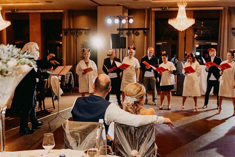 De Vesten huwelijk voorstelling met muziek van vrienden