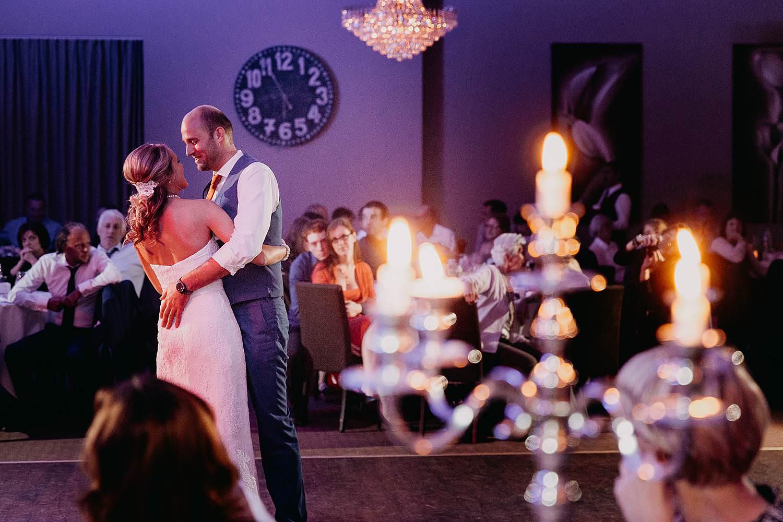 De Vesten openingsdans bruidspaar