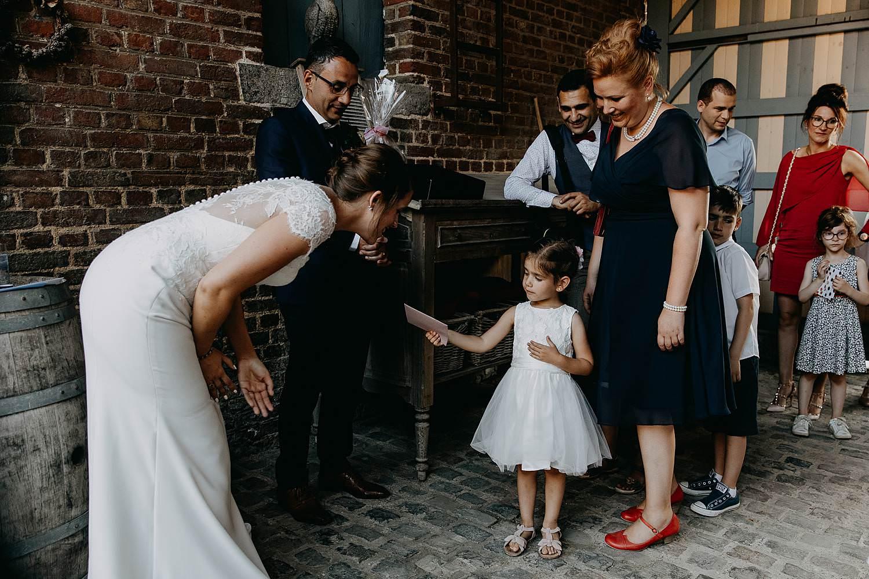 De Vrije Valk bruidspaar groet bruidsmeisje