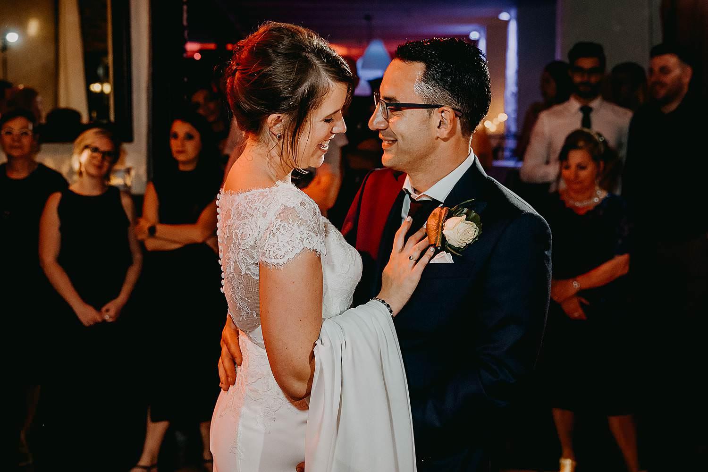 De Vrije Valk huwelijk openingsdans bruidspaar danst