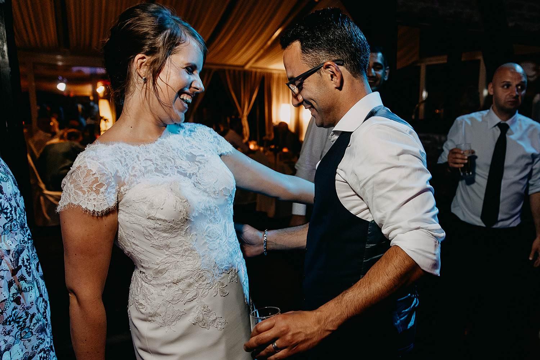 De Vrije Valk huwelijk party bruidspaar danst