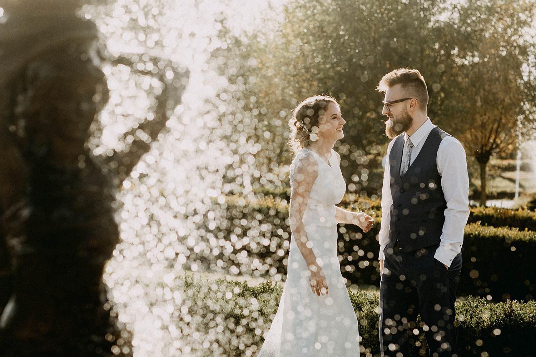 De Waterhoek huwelijk bruidspaar aan fontein