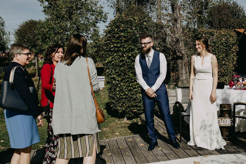 De Waterhoek huwelijk bruidspaar in tuin