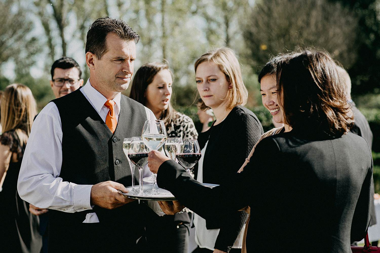 De Waterhoek serveren hapjes trouwfeest