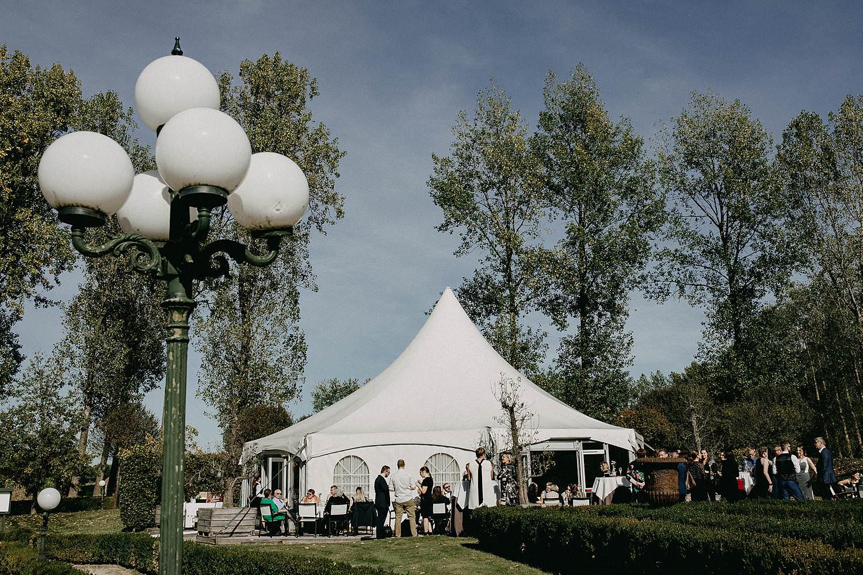 De Waterhoek trouwkapel witte tent