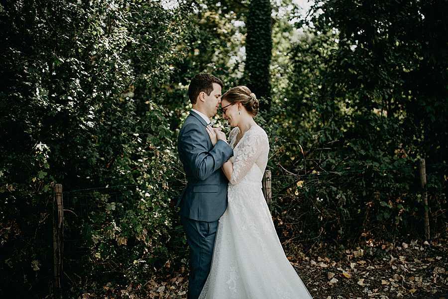 Den Hof bruidspaar in tuin