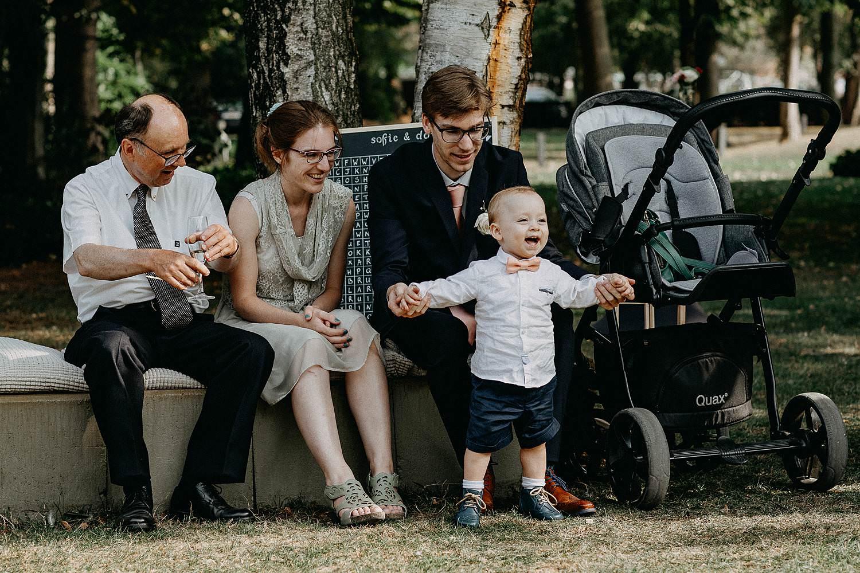 Den Hof huwelijk gasten met baby