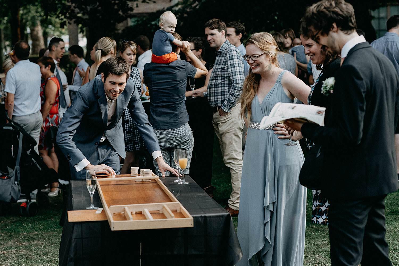 Den Hof huwelijk gezelschapsspelen tuin
