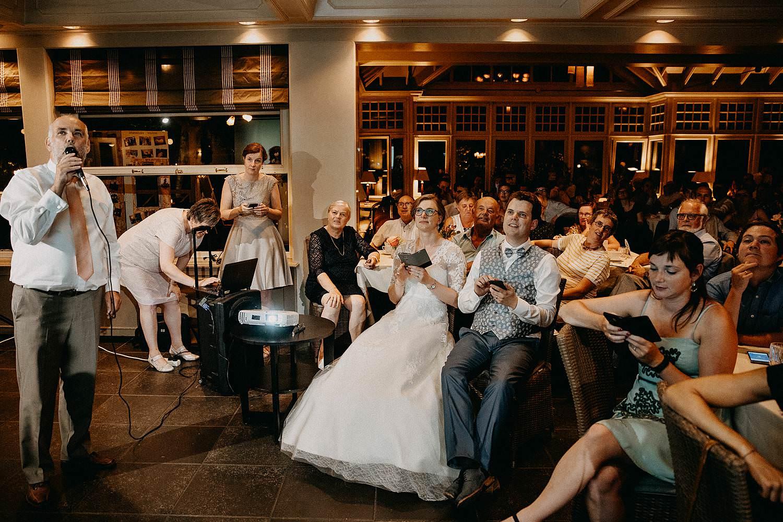 Den Hof huwelijk voorstelling vrienden avondfeest