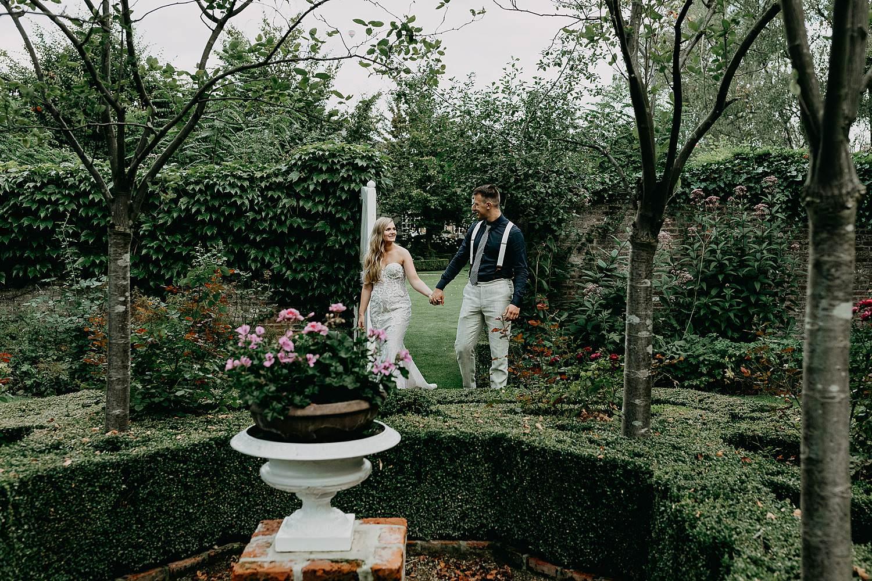 Den Lozen Boer bruidspaar bij fontein