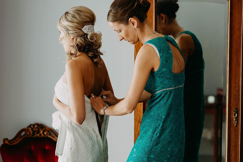 Droomzoet B&B aankleden bruid