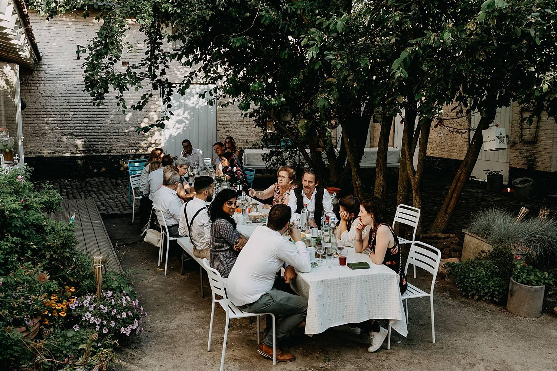 buiten feesttafel terras huis van Mihr