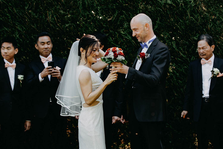 First look huwelijk in tuin Chinese bruid