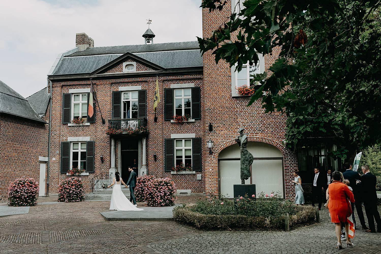 Gemeentehuis Herk De Stad bruidspaar gevel