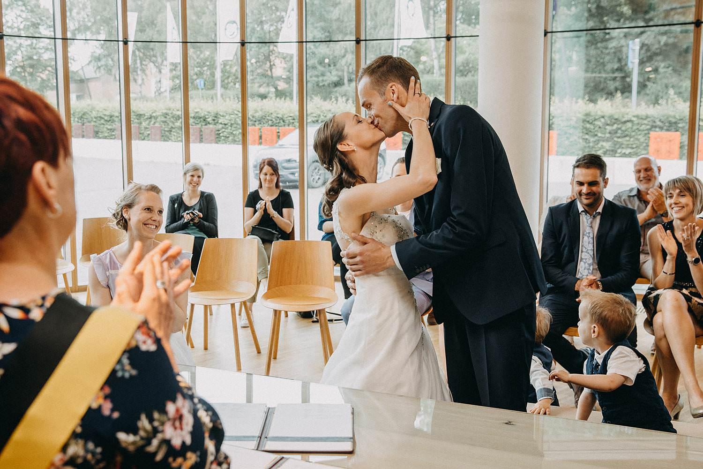 Gemeentehuis Houthalen huwelijk bruidspaar kust
