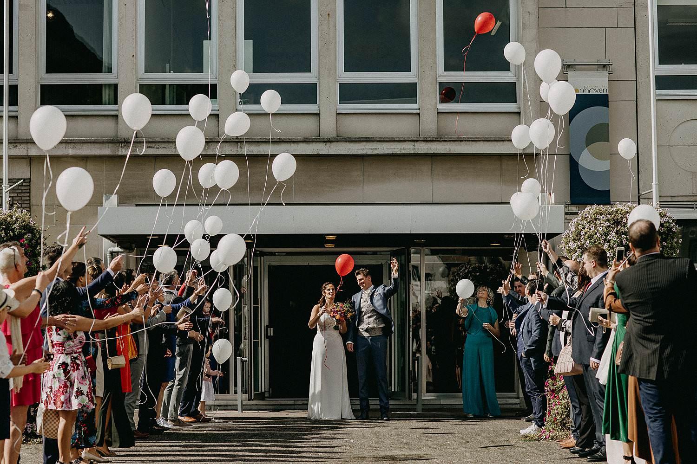Gemeentehuis Zonhoven uittrede bruidspaar