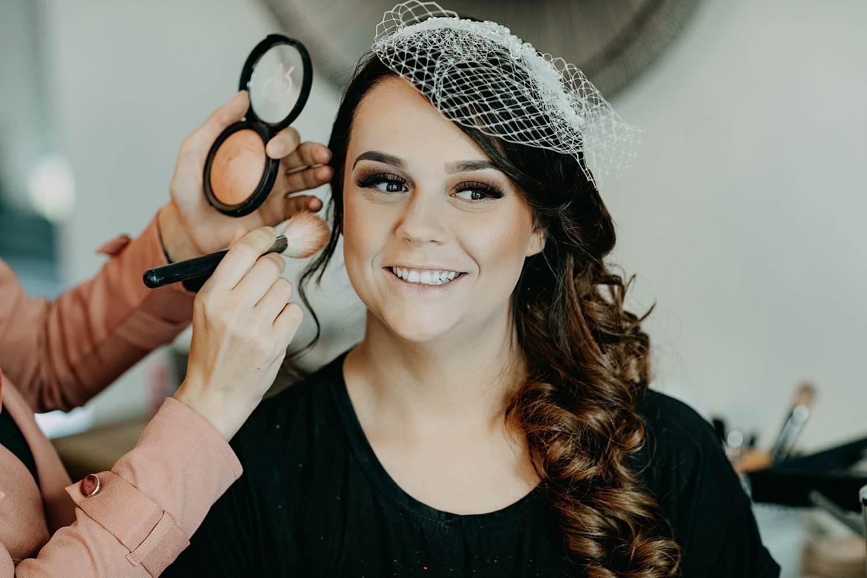 Genk huwelijk make-up aanbrengen bruid