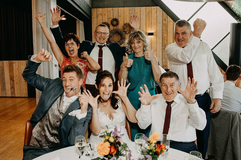 Groepsfoto eretafel huwelijk feestzaal 't Driessent