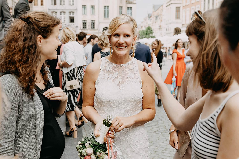 Grote markt Leuven huwelijk felicitaties bruid