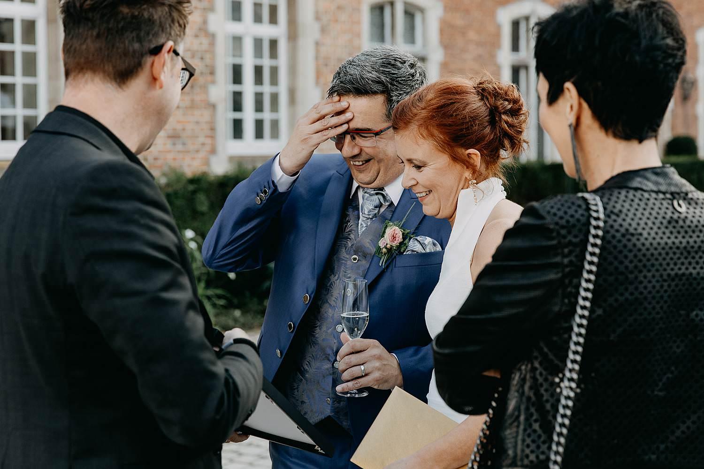 Heerlijckyt van Elsmeren bruidspaar ontvangt cadeau's