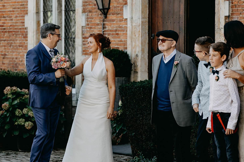 Heerlijckyt van Elsmeren first look huwelijk bruid bruidegom voor kasteel