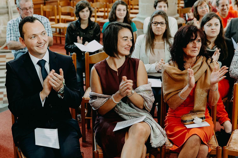 Herzele huwelijk familie geeft applaus