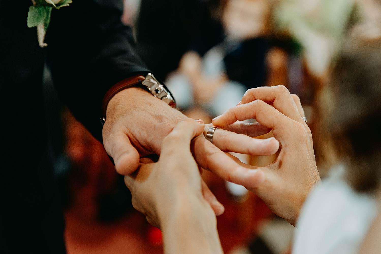 Herzele huwelijk uitwisselen trouwringen